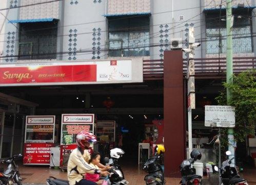 tampak-depan-kedai-kopi-kimteng-pekanbaru